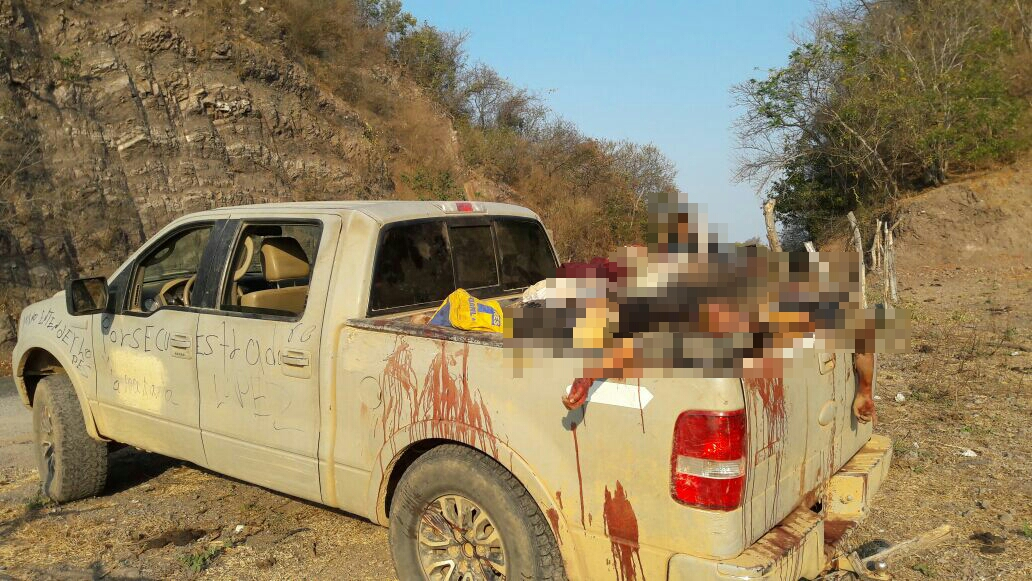 """Abandonan ocho cuerpos de presuntos sicarios enpoblado de """"El Manzanillal"""""""