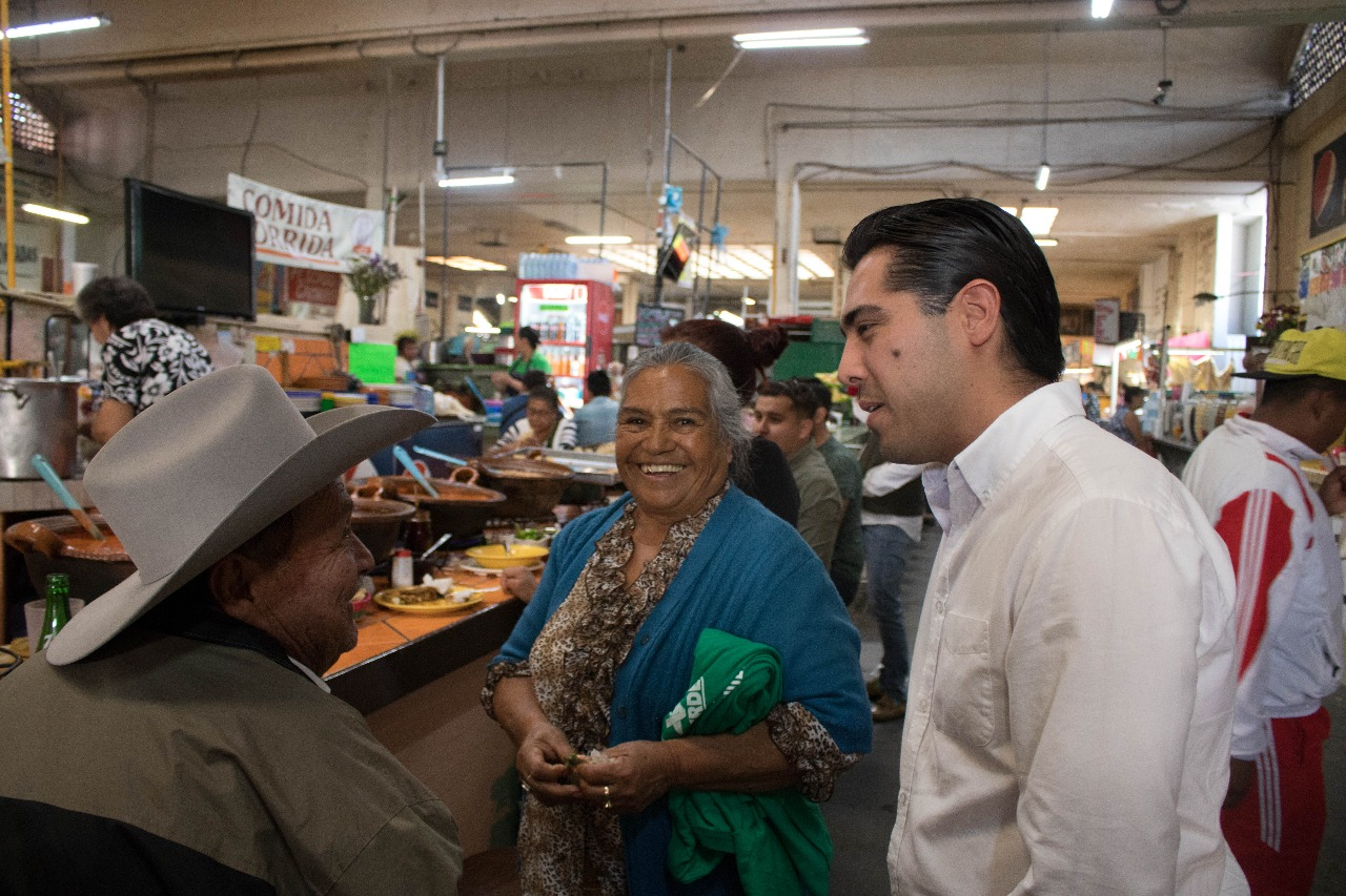 Arturo Sandoval Canals, visitó el Mercado Independencia para escuchar peticiones